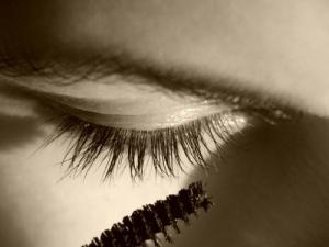 iStock_mascara eye